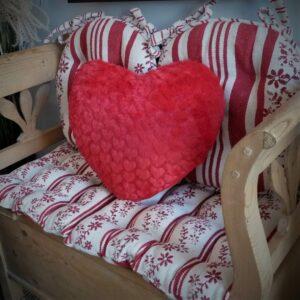 coussin forme de cœur polaire rouge