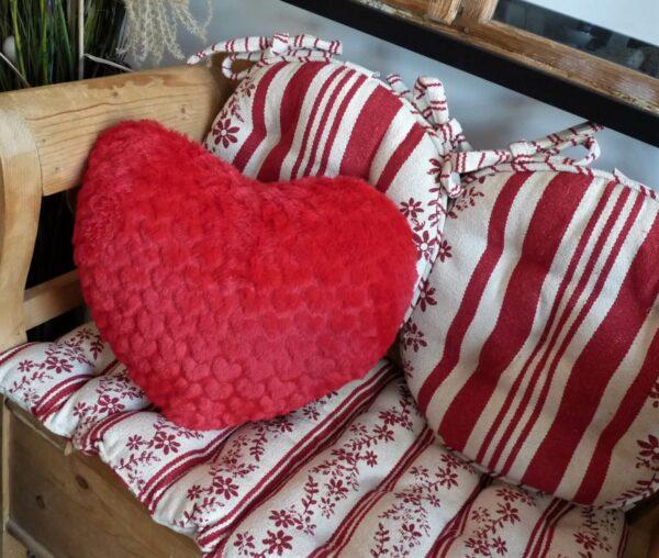 coussin cœur polaire rouge