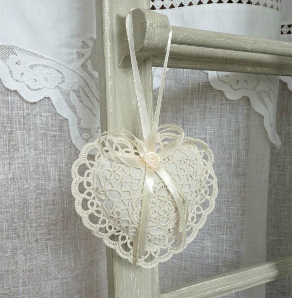 cœur garni de lavande pour armoire